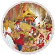 Snow White And The Seven Dwarfs Round Beach Towel