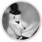 Snowman Playing The Piano In Bw Round Beach Towel