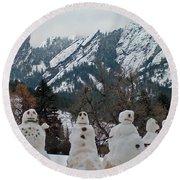 Flatiron Snowmen. Round Beach Towel
