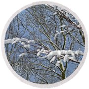 Snowy Branches With Blue Sky Round Beach Towel