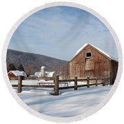 Snowy New England Barns Round Beach Towel