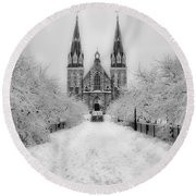 Snowy Villanova In Black And White Round Beach Towel