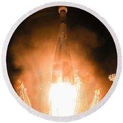 Soyuz Vs06 Lifting Off Round Beach Towel