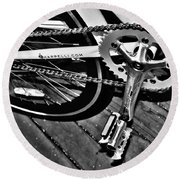 Sprocket And Chain - Black And White Round Beach Towel