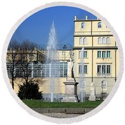 Square And Statues Round Beach Towel