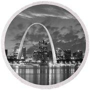 St. Louis Skyline At Dusk Gateway Arch Black And White Bw Panorama Missouri Round Beach Towel