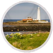 St Marys Lighthouse With Daffodils Round Beach Towel