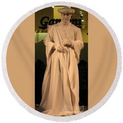 Living Statue Round Beach Towel