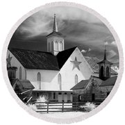 Star Barn Complex In Infrared Round Beach Towel