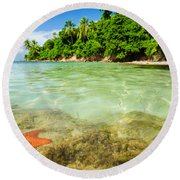 Starfish In Clear Water Round Beach Towel