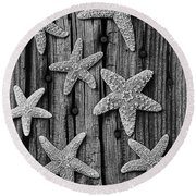 Starfish On Old Wood Black And White Round Beach Towel
