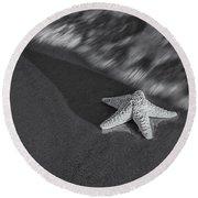 Starfish On The Beach Bw Round Beach Towel