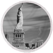 Statue Of Liberty And The Freedom Tower Round Beach Towel
