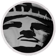 Statue Of Liberty In Black And White Round Beach Towel
