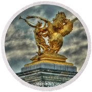 Statue On Pont Alexandre IIi Round Beach Towel