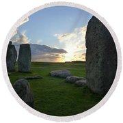 Stonehenge At Dusk Round Beach Towel