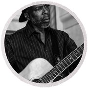 Street Musician Black And White Round Beach Towel