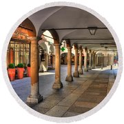 Street With Arches And Columns Round Beach Towel