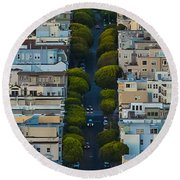 Summer Green On Lombard Street Round Beach Towel