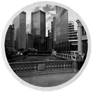 Summer On The Chicago River - Black And White Round Beach Towel