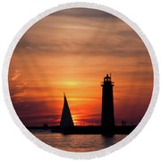Sun Set At The Muskegon Lighthouse Round Beach Towel