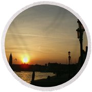 Sundown In Venice Round Beach Towel