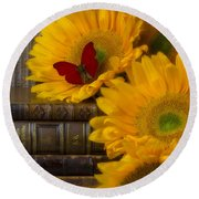 Sunflowers And Old Books Round Beach Towel