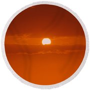 Sunset In Kona Round Beach Towel