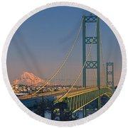 1a4y20-v-sunset On Rainier With The Tacoma Narrows Bridge Round Beach Towel
