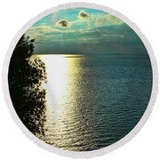 Sunset On The Bay Of Green Bay Wi Round Beach Towel