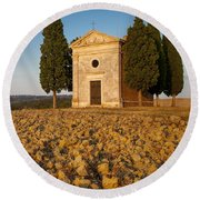 Sunset Over Cappella Di Vitaleta Round Beach Towel