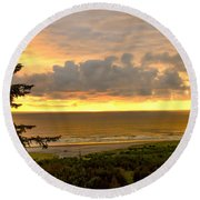 Sunset Over The Pacific Ocean Round Beach Towel