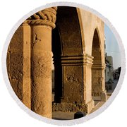 Sunset Wall Of The Old City Round Beach Towel