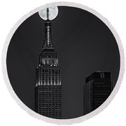 Super Moon In An Empire State Of Mind Bw Round Beach Towel