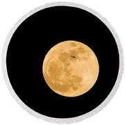 Super Moon With Airliner Silhouette Round Beach Towel