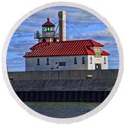 Superior And Duluth Harbor Lighthouse Round Beach Towel