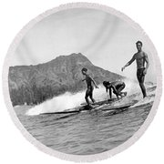 Surfing In Honolulu Round Beach Towel