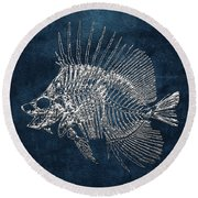 Surgeonfish Skeleton In Silver On Blue  Round Beach Towel