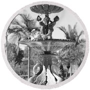 Swan Statue - Black And White With Vignette Round Beach Towel