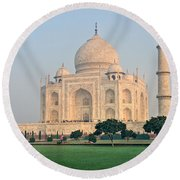 Taj Mahal At Sunrise - Agra - Uttar Pradesh - India Round Beach Towel