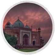 Taj Mahal Mosque At Sunset Round Beach Towel