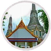 Temple Of The Dawn-wat Arun In Bangkok-thailand Round Beach Towel