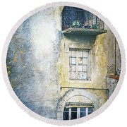 The Balcony Scene Round Beach Towel