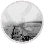 The Brooklyn Bridge 1902 Round Beach Towel