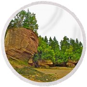 The Flowerpots At Hopewell Rocks On Bay Of Fundy-new Brunswick Round Beach Towel