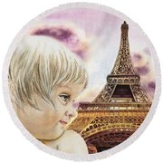 The French Girl Round Beach Towel