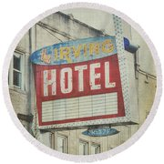 The Irving Hotel In Chicago Round Beach Towel