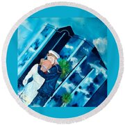 The Kiss At One Tower Round Beach Towel