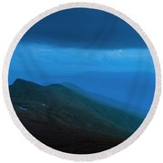 The Lights Of Lake Of The Clouds Hut Round Beach Towel