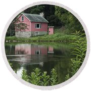 The Little Pink Cabin With Ripples Round Beach Towel